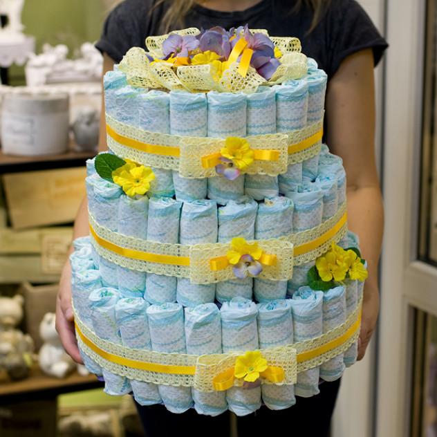 """Торт из памперсов """" Поздравляем с рождением!!!"""""""