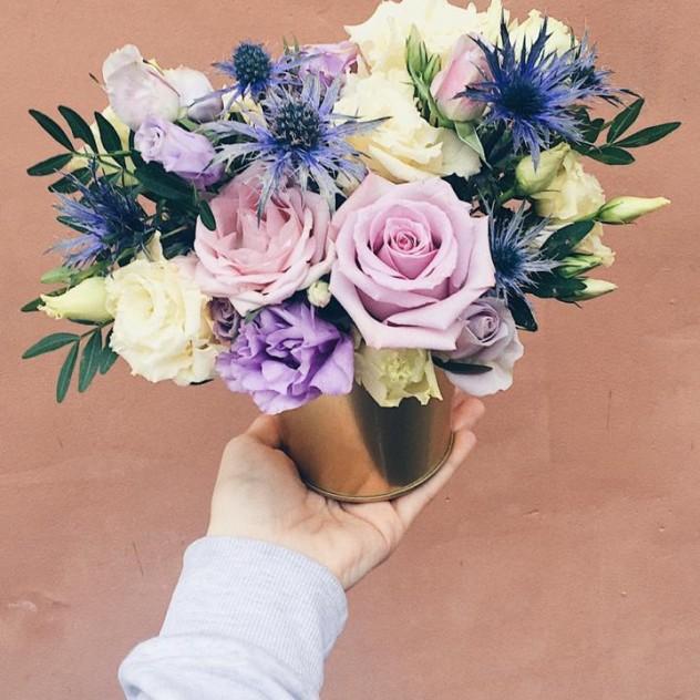 Цветочная композиция с эрингиумом и розой