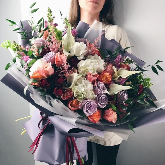 Цветов белые, букет для руководителя организации женщина 55 лет