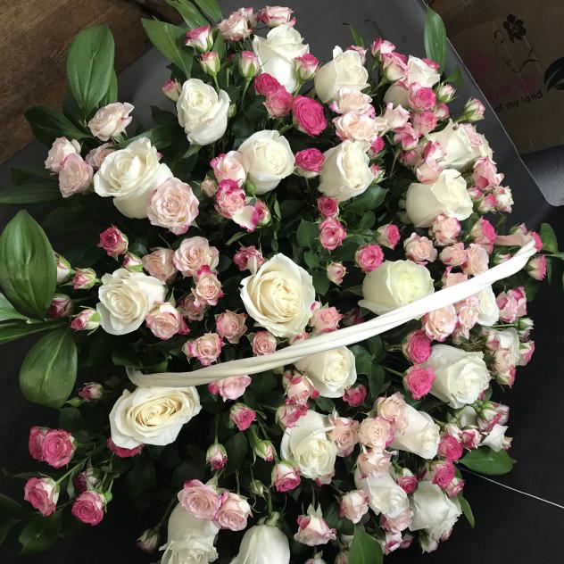 Букет №220 корзинка с розами нежная и большая