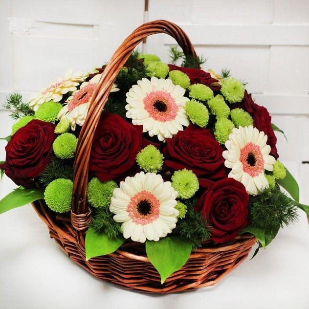 Корзина с нежными розами и герберами