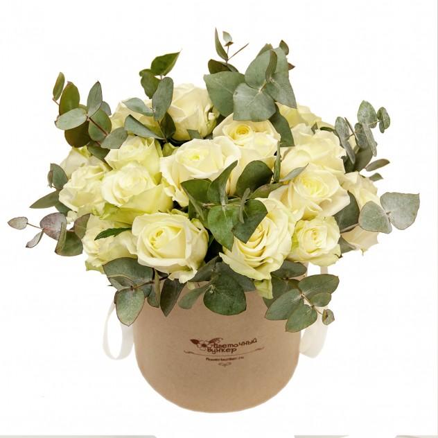 """Белые розы в шляпной коробке """"Лунная соната"""""""