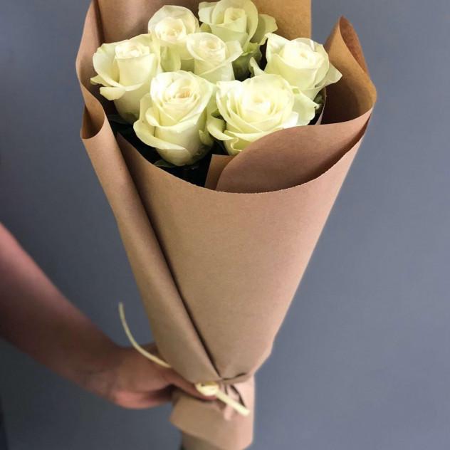 """Букет из 7 белых роз """"Изольда"""""""