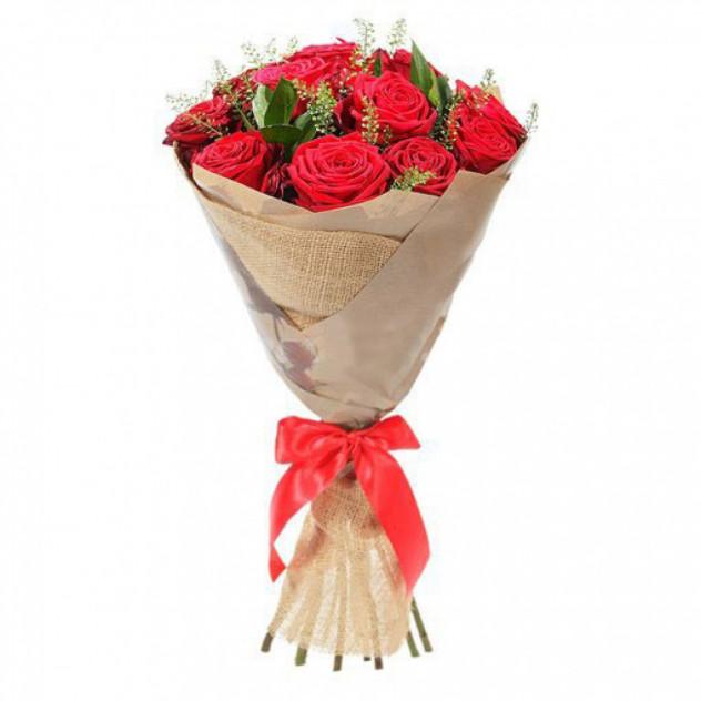 """Букет из 11 красных роз """"Ротанговый стиль"""""""