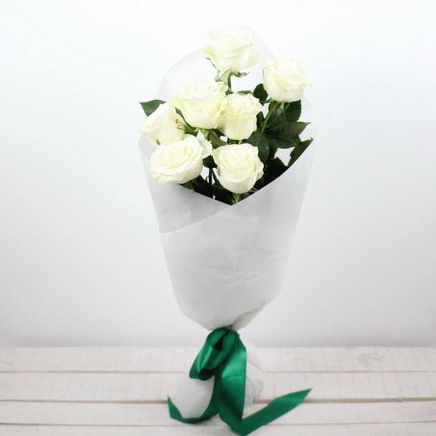 """Букет из 7 белых роз """"Белый пух"""""""