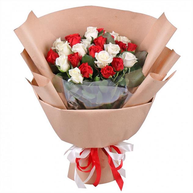 """Букет из 25 роз """"Сюита"""""""