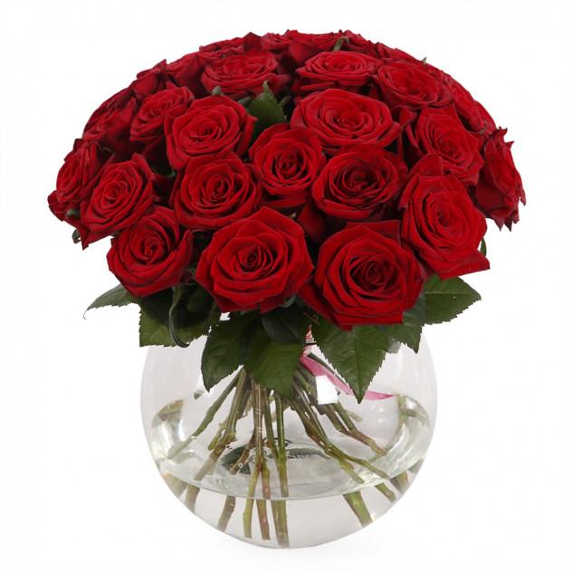 """Букет из 31 розы в вазе """"За стеклом"""""""