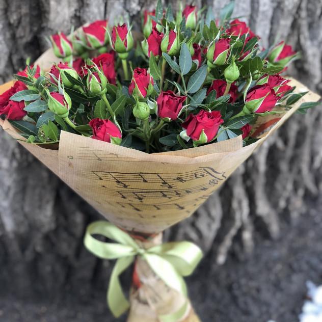"""Букет из кустовых роз """"Музыка чувств"""""""