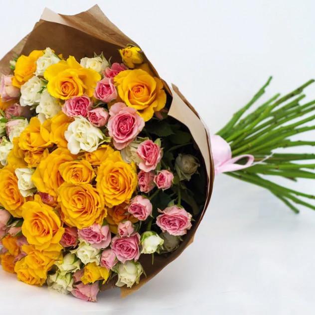 """Букет из кустовых роз """"Ветер надежды"""""""