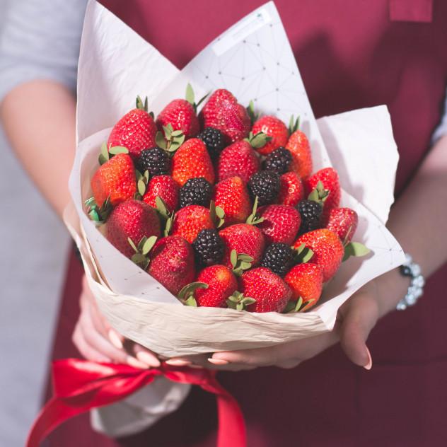 """Букет из фруктов """"Ягодный"""""""