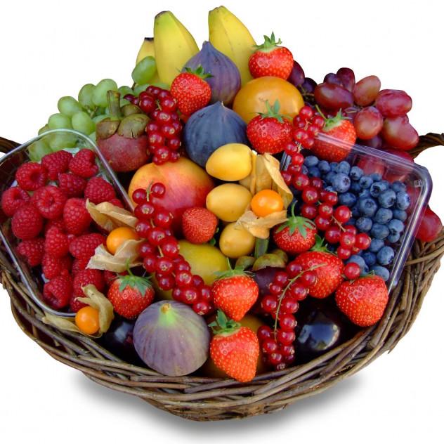 """Корзина с экзотическими фруктами """"Ягодное лукошко"""""""